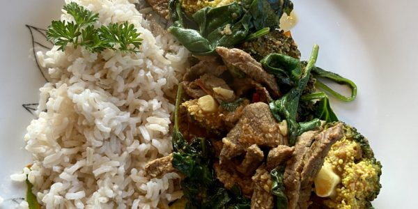 Beef, Broccoli & Tomato Stir-Fry Curry